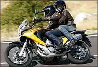A roda dianteira, agora com aros de 19 polegadas, confere mais agilidade nas curvas(foto: Fotos: Honda/Divulgação)