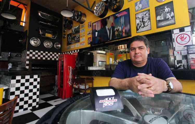 Eduardo Goes tinha o lava-jato e a lanchonete há 15 anos, mas não dava certo. Então chamou um amigo e criou o Autobar - Thalyta Tavares / ESP DP