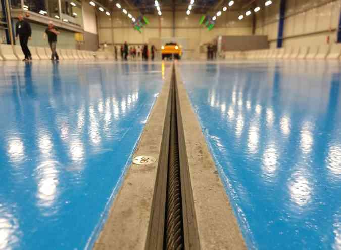 Como equipamentos de iluminação e filmagem são móveis, é possível realizar testes em qualquer ponto da pista(foto: Pedro Cerqueira/EM/D.A Press)