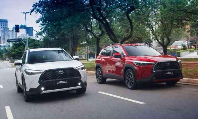 Versão com motor 2.0 flex e a híbrida têm preços que vão de R$ 139.990 a R$ 183.980 (foto: Toyota/Divulgação)