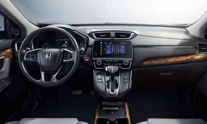 O motorista tem todos os comandos à mão, mas a tela do sistema multimídia é de apenas sete polegadas(foto: Honda/Divulgação)