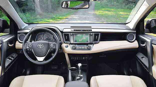 Nova central multimídia com acesso à internet - Toyota/Divulgação