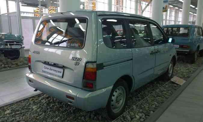 A primeira minivan veio em 1998, o VAZ-2120 Nadezhda, com sete lugares e tração permanente nas quatro rodas(foto: Reprodução/DeviantArt.org)