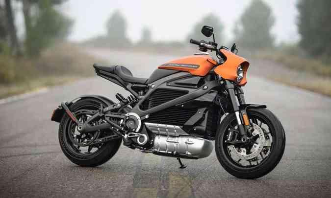 O motor fica abaixo das baterias e produz uma espécie de assobio como som(foto: Harley-Davidson/Divulgação)