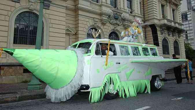 Kombi fantasiada no Carnaval 2006(foto: Renato Weil/Estado de Minas - 19/02/2006 )