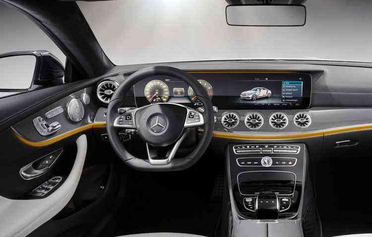 No volante há teclas de acesso direto para funções de controle, como o sistema de ar-condicionado - Mercedes-Benz / Divulgação