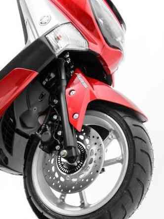 As rodas de liga leve têm aros de 13 polegadas de diâmetro(foto: Stephan Sólon/Yamaha/Divulgação)