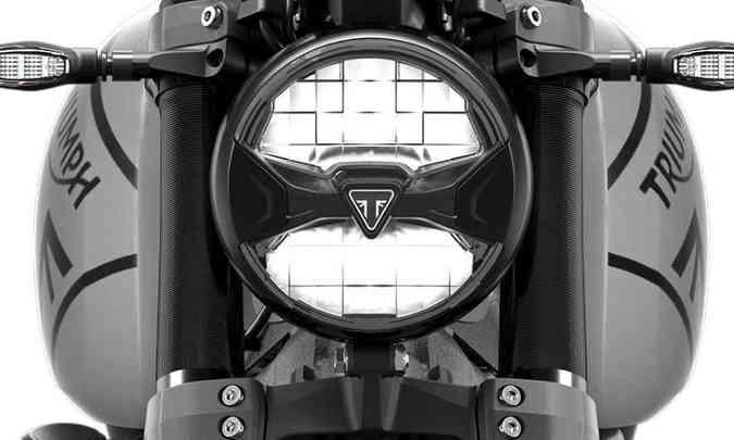 O farol com escudo da marca é em LED(foto: Triumph/Divulgação)