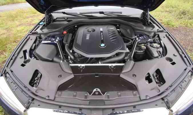 Fonte de diversão. motor 3.0 biturbo gera 340cv de potência e 45,9kgfm de torque(foto: Edésio Ferreira/EM/D.A Press)
