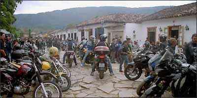 A concentração dos motociclistas aconteceu no Largo das Forras - Téo Mascarenhas/Arquivo pessoal