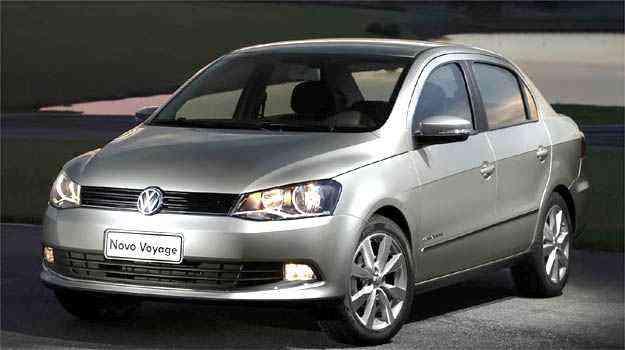 Quatro meses depois de lançar a linha 12/13 do Gol e do Voyage, a VW promoveu a reestilização dos dois carros apresentando-os novamente como modelos 12/13, apesar das diferenças explícitas de estilo - Volkswagen/Divulgação