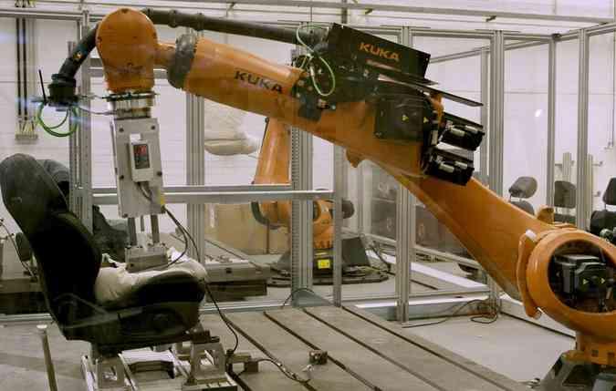 O robô simula o calor e transpiração corporal de uma pessoa sentada e em movimento. Foto: Ford/ Divulgação