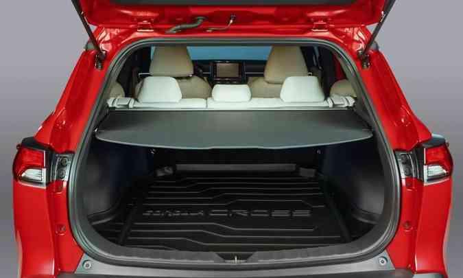 O porta-malas do SUV médio tem capacidade de 440 litros com o banco traseiro na posição normal(foto: Toyota/Divulgação)