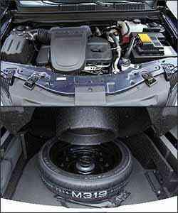 Motor 2.4 Ecotec tem 171 cv de potência. Já o estepe fica dentro do porta-malas -