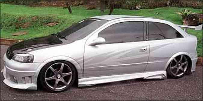 A moda era modificar o visual do carro, acrescentando acessórios que enfatizavam a esportividade(foto: Marlos Ney Vidal/EM/D.A Press - 22/12/04)