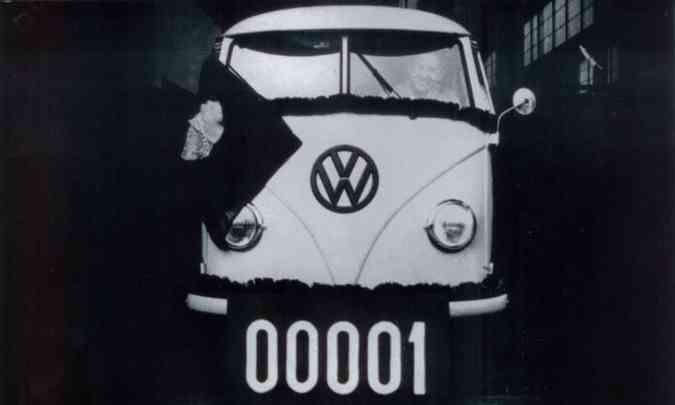 Primeira Kombi fabricada no Brasil, em 1957(foto: Volkswagen/Divulgação)