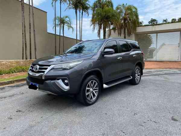Toyota Hilux Sw4 Srx Diamo. 4x4 2.8 Tb Die Aut. 2020 R$ 335.000,00 MG VRUM