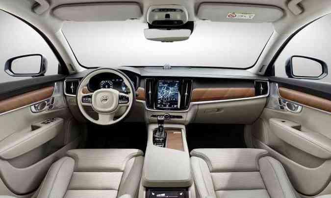 Couro, madeira, multimídia de ponta e telas digitais compõem interior(foto: Volvo/Divulgação)
