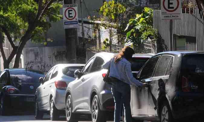 Estacionar em local proibido pela sinalização renderá multa de R$ 130,16(foto: Leandro Couri/EM/D.A Press)