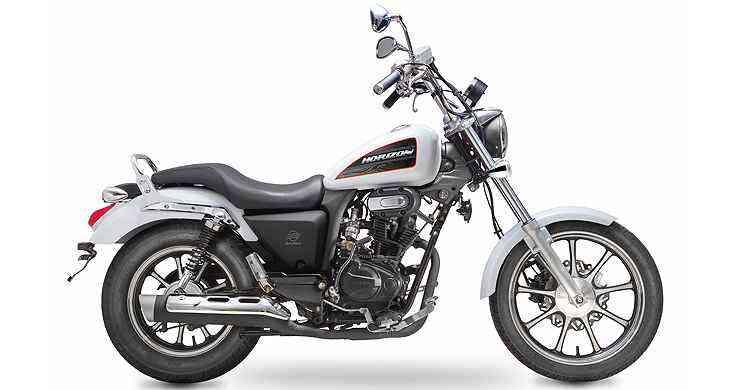 Com porte de moto maior, o modelo nacional tem estilo custom, banco em dois níveis, guidão mais alto e pedaleiras avançadas - Dafra/Divulgação