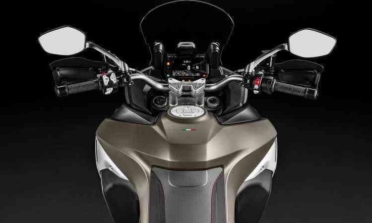 Moto conta com painel digital e muita eletrônica para tornar a pilotagem mais prazerosa - Ducati/Divulgação
