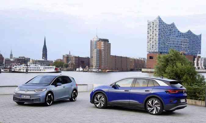 O ID.# e o ID.4 ganharam formas fluidas e limpas, com a distância entre-eixos longa e os balanços dianteiro e traseiro curtos(foto: Volkswagen/Divulgação)