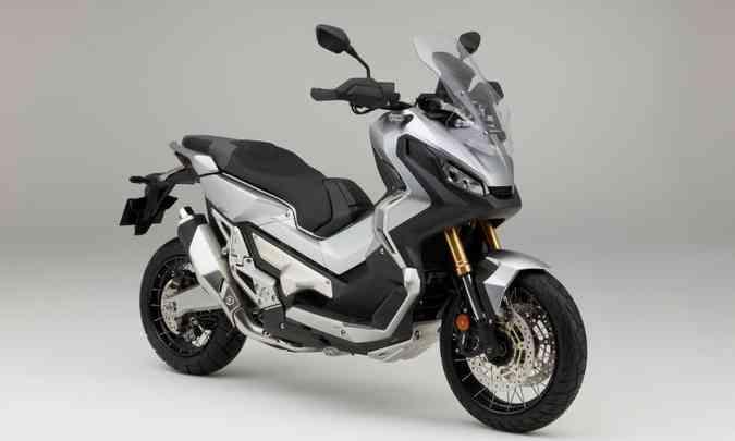 O misto de scooter e moto X-ADV 750, vendida aqui, conta com o sistema(foto: Honda/Divulgação)