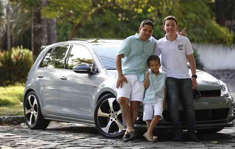 Pedro Henrique, Pedrinho e Guilherme compartilham no sangue o mesmo amor pelo mundo automotivo. Foto Paulo Paiva / DP -
