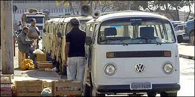 Fila de peruas Volkswagen comprova que, apesar dos problemas, modelo cumpre proposta(foto: Fotos: Marcelo Sant'Anna/EM)