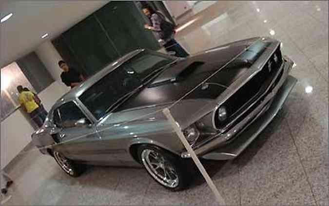 O Mustang reproduz fielmente o estilo da Eleanor, o carro estrela de