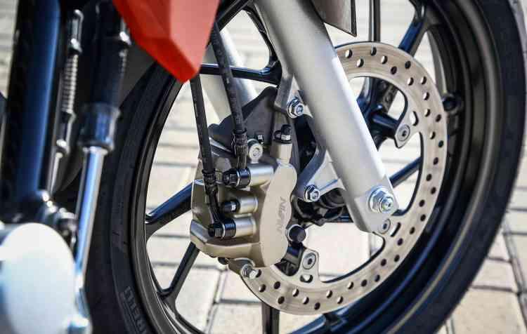 Acima de 300 cilindradas, as motos só podem ter ABS. Foto: Honda / Divulgação -