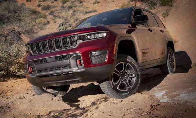 A versão Trailhawk é a que tem a maior capacidade 4x4 e maior altura em relação ao solo(foto: Jeep/Divulgação)