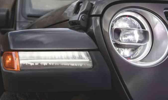 O modelo tem faróis full LED e lanternas embutidas na extremidade dos para-lamas(foto: Jeep/Divulgação)