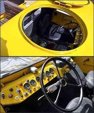 Escotilha agilizava o serviço da equipe. Painel é repleto de botões e mostradores e o espaço na cabine para o motorista, bem restrito