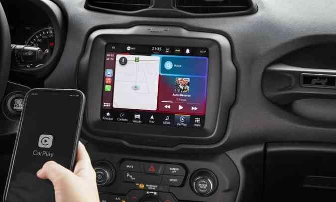 O Renegade 80 anos ganha multimídia com tela de 8,4 polegadas e wireless(foto: Jeep/Divulgação)