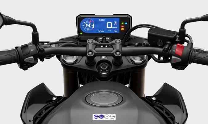O painel tem tela digital com indicador de marchas engatadas(foto: Honda/Divulgação)