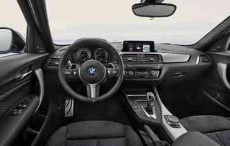 Na parte interna, os destaques ficam por conta do Comfort Access. Foto: BMW / Divulgação