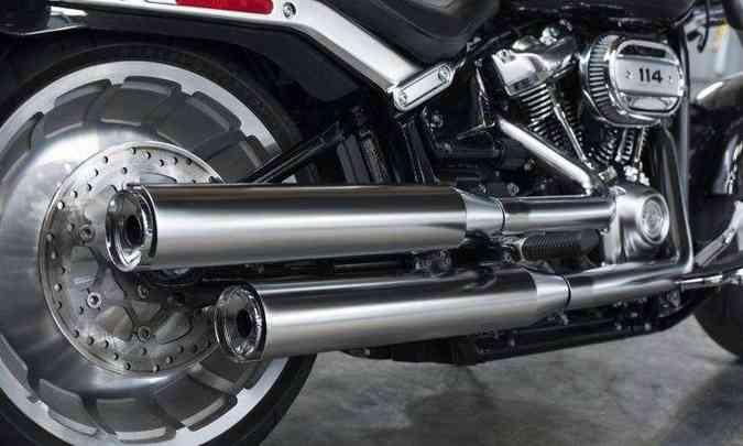 O pneu traseiro tem medida de 240mm de largura(foto: Harley-Davidson/Divulgação)