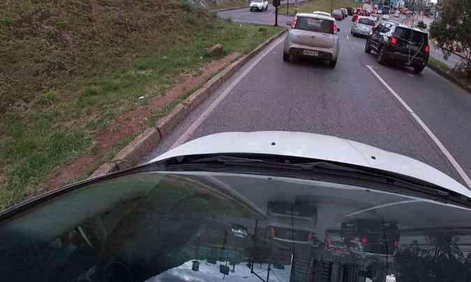 No para e anda do trânsito urbano o ideal é evitar acelerações e frenagens bruscas(foto: Jorge Lopes/EM/D.A Press)