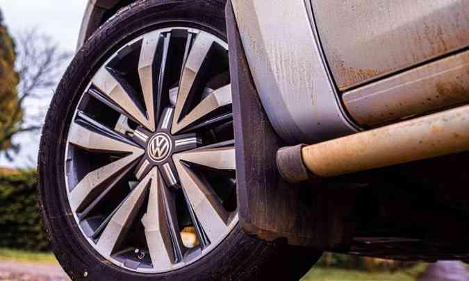 As rodas de liga leve de 20 polegadas são calçadas com pneus na medida 255/50 R20(foto: Fotos: Jorge Lopes/EM/D.A Press)