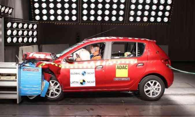 O Renault Sandero recebeu apenas uma estrela em proteção a adultos no crash test(foto: Latin NCAP/Divulgação)