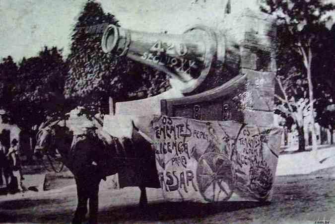 Carro Alegórico do clube Tenentes do Diabo em 1914 (foto: Jornal Tenentes do Diabo/Acerco Hilário Pereira Filho)