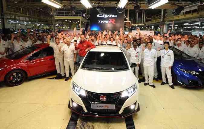 Primeiras unidades saíram nas cores branca, vermelha e azul(foto: Honda/Divulgação)