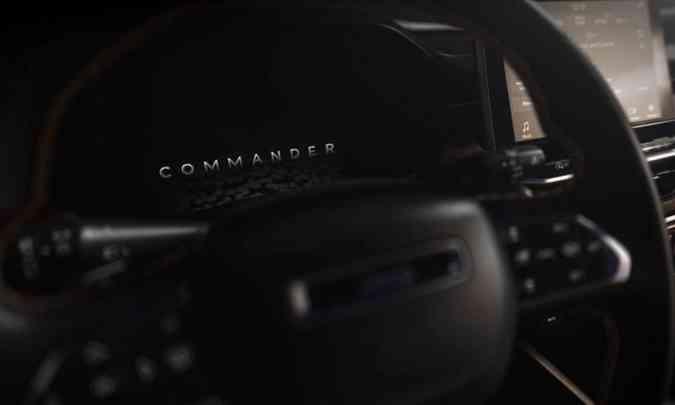O volante traz todos os comandos necessários e o painel de instrumentos é digital e configurável(foto: Jeep/Divulgação)