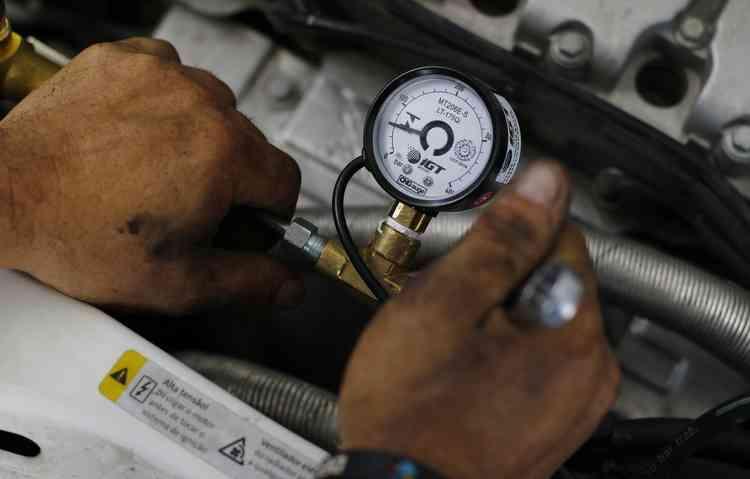 Economia pode chegar a 60%. Em média, um carro que consome 10 km/l com gasolina e 7 km/l no etanol, faz entre 13 ou 14 km/cm3 com o GNV - Marlon Diego / Esp. DP