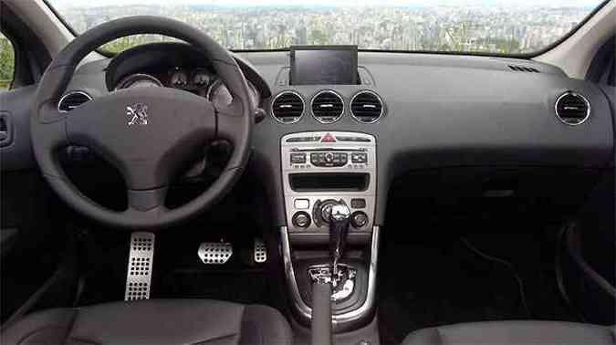 Versão Griffe tem sistema GPS, com tela escamoteável no painel