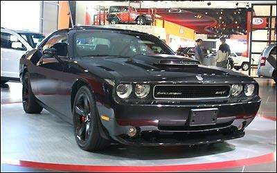 O Dodge Challenger só chega no ano que vem, já na versão 2011, com motor V8 Hemi 6.4 de 481cv -