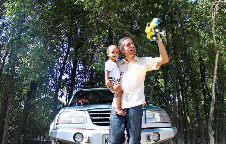 Marcelo não deixa de levar o primogênito Felipe, de 1 ano, para os passeios off road  - Thalyta Tavares / ESP DP