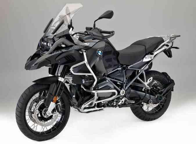 A nova R 1200 GS Triple Black tem pintura preta e detalhes de acabamento(foto: BMW/Divulgação)