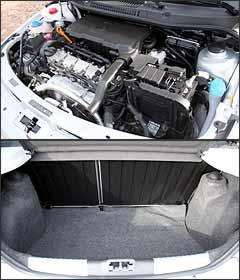 Capacidade do porta-malas é a mesma declarada para o modelo anterior: 285 litros -
